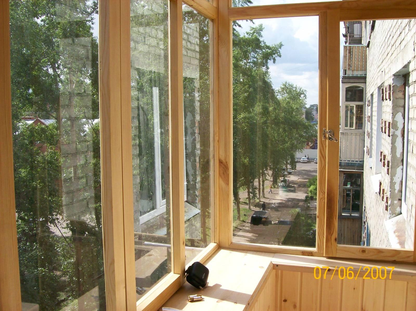 Остекление балконов и лоджий деревянные окна.